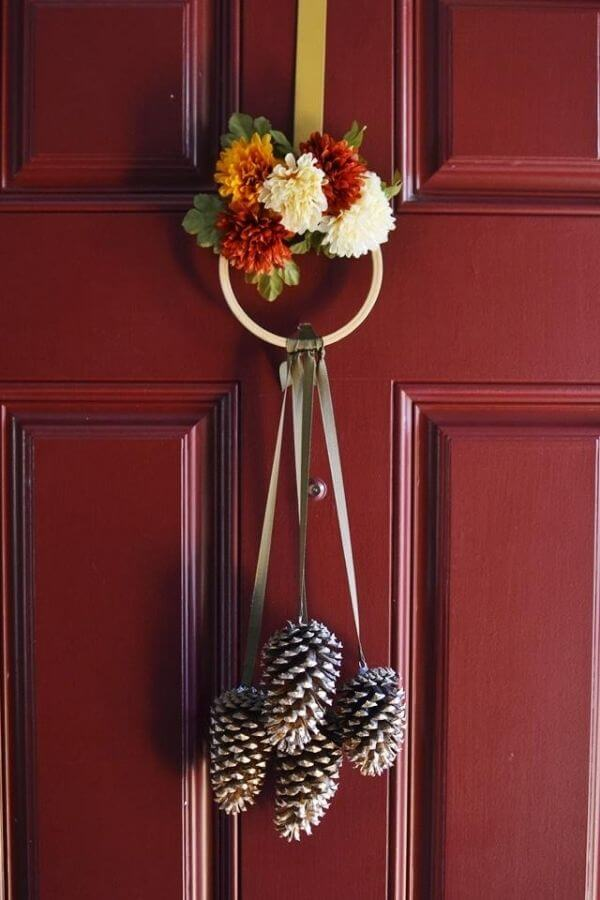 DIY Hanging Pinecones
